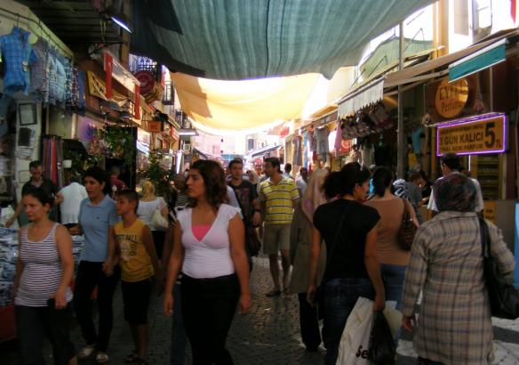 Обыденный турецкий базар в Стамбуле