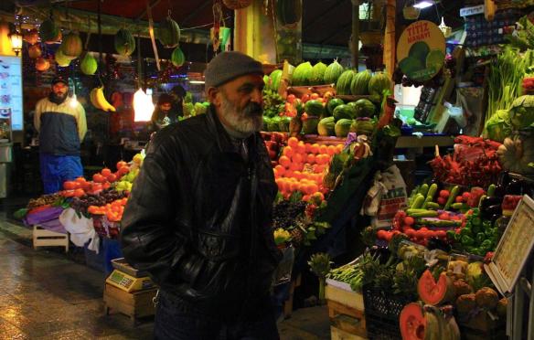 Фруктовый и овощной рынок в Стамбуле
